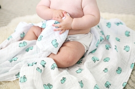 aden-and-anais-muslin-swaddles-1